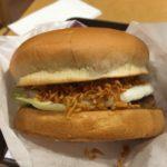 【大阪・池田】ロッテリア阪急池田駅店で、店舗限定「チキンラーメンバーガー」食べてみた