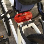 安全な夜間走行のため、自転車用のテールライトを導入する